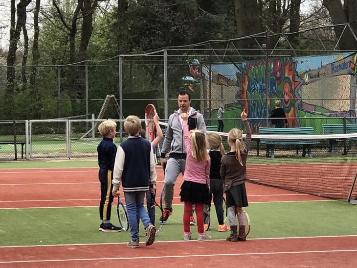 Paasactiviteit 2019 tennissen met paaseieren
